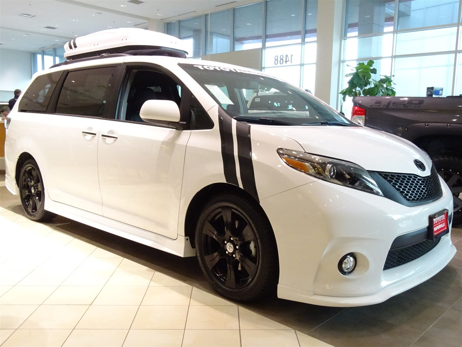 new 2017 toyota sienna se 4d passenger van in naperville t25219 toyota of naperville. Black Bedroom Furniture Sets. Home Design Ideas